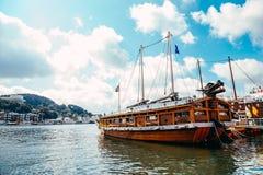 Море порта Tongyeong и черепаха Yi Sun Sin грузят на летнем дне в Корее стоковая фотография
