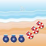 море пристани footpath пляжа к Зонтики пляжа, чайки вид с воздуха иллюстрация штока