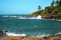 Море против камня Стоковая Фотография