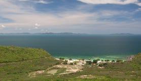 Море пляжа и изумруда, взгляд сверху Стоковые Фотографии RF