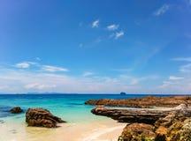 Море пляжа и предпосылка неба Стоковые Фото
