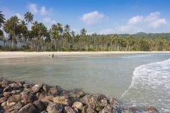 море пляжа красивое тропическое и голубое небо острова Kood Koh Стоковые Фотографии RF