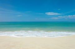 Море пляжа тропическое Стоковое Изображение