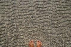 Море развевает на песке Стоковые Изображения RF
