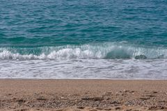 Море развевает с пеной в верхней части стоковые фото