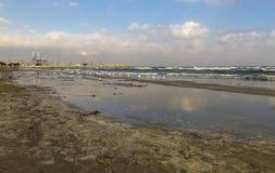 Море раздражает в Ларнаке Кипре Стоковое Изображение