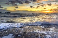 Море светлого сумерк небо утеса голубое Стоковые Фото
