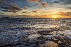 Море светлого сумерк небо утеса голубое Стоковое Фото