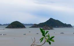 Море, скалы, небо Стоковые Фото