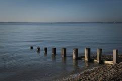 Море струят затишьем, который на ясный день стоковые изображения