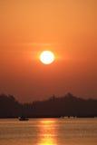 Море с восходом солнца в гавани Стоковые Фотографии RF