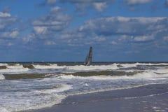 Море с шлюпкой Стоковое Изображение
