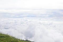 Море тумана в утре на горе в Таиланде Стоковое Фото