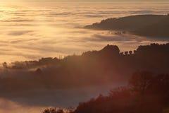 Море тумана и sunrays Стоковое фото RF