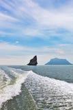 море утесов островов тумана рисуночное Стоковая Фотография