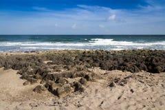 Море Флорида пляжа и камня атлантическое Стоковые Фото