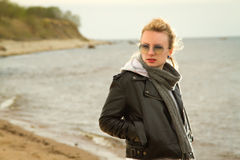 Море холода девушки Стоковая Фотография RF