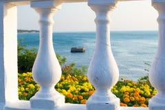 Море цветет через столбцы Чёрного моря Gelendzhik Стоковое фото RF
