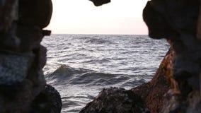 Море через окно в пещере видеоматериал