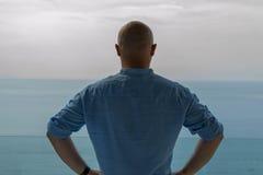Море человека наблюдая Стоковые Изображения RF