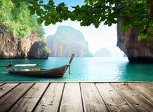 Море Adaman и деревянная шлюпка Стоковые Изображения