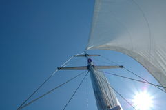 море sailingboat рангоута открытое Стоковая Фотография