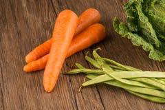 Моркови и зеленые фасоли стоковое изображение rf