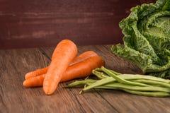 Моркови и зеленые фасоли стоковая фотография