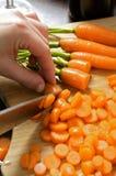 моркови подготовляя Стоковые Изображения