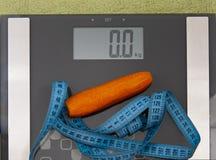 Морковь на масштабах стоковые изображения rf