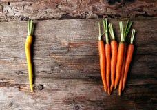 Морковь на таблице Стоковые Изображения