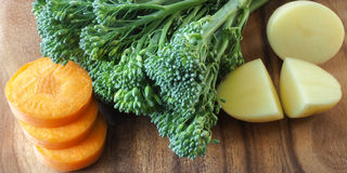 Морковь, Broccolini и картошка Стоковые Фото