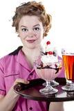 Мороженное сервировки официантки типа сбора винограда стоковое фото