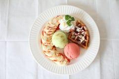 Мороженное с waffle Стоковые Фотографии RF