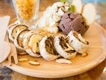 Мороженое банана какао на деревянном столе Стоковое Изображение