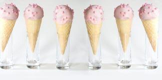Мороженое в waffles на белой предпосылке стоковая фотография rf