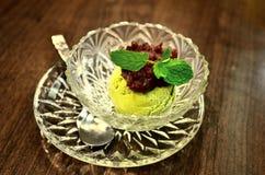 Мороженое зеленого чая с отбензиниванием красной фасоли стоковое фото