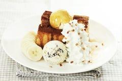 Мороженое и провозглашанный тост хлеб Стоковые Фото