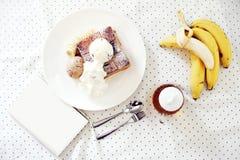 Мороженое и провозглашанный тост хлеб Стоковые Изображения RF