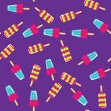 Мороженое картины на ручке на фиолетовой предпосылке Безшовные плодоовощ картины и эскимос мороженого молока Стоковое фото RF