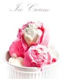 Мороженое клубники в белом шаре изолированном на белом backgroun Стоковое Изображение