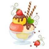 мороженое на белизне с клубникой Стоковое Изображение