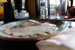 Мороженое окончательно расплавит, даже настолько сладко и хорошо стоковое изображение rf