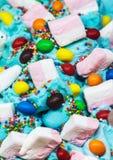 Мороженое приправленное с помадками и зефирами Стоковые Фотографии RF