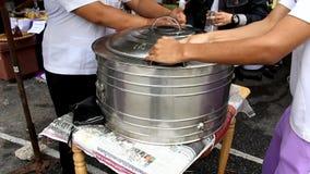 мороженое сбивая в танке сток-видео