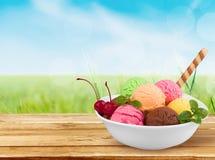 Мороженое шоколада, ванили и клубники дальше Стоковые Изображения RF