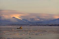 морозит tugboat стоковое изображение rf