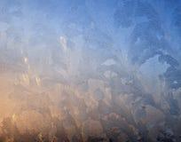 Морозная картина на стеклянном окне зимы Стоковые Фотографии RF
