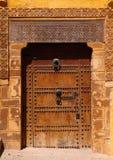 Морокканская дверь riad, Стоковое Изображение