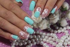 Морская белизна дизайна ногтя с синью Стоковые Изображения